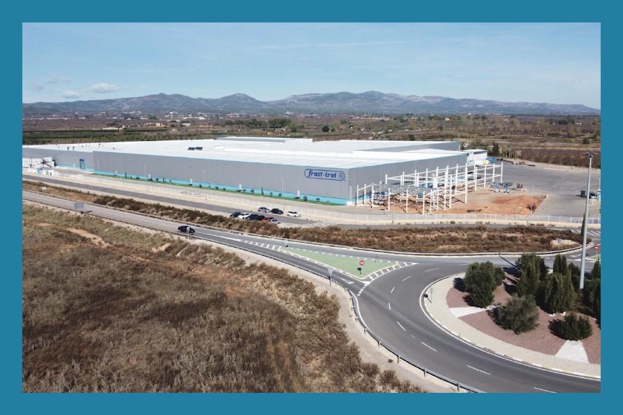 Finaliza el proceso de traslado de la actividad productiva a la nueva planta de fabricación en Cabanes Afianzamos nuestra estrategia medioambiental con la obtención de la certificación ISO 14001.